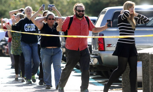 Social media reacts to Umpqua Community College mass shooting